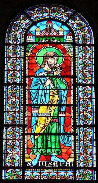 File:Périgueux Saint-Front vitrail au-dessus autel Vierge.JPG