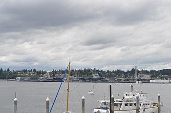 English: Ships at Puget Sound Naval Shipyard, ...