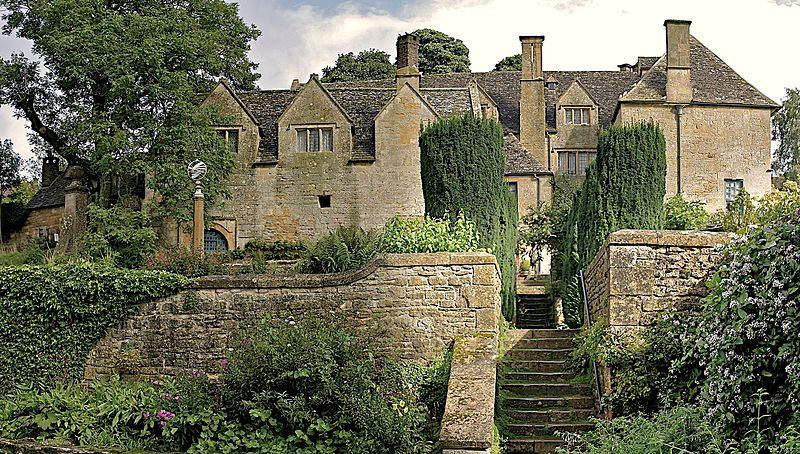 Wikipedia: Rear of Snowshill Manor