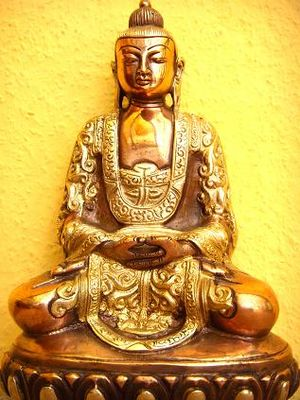 English: Golden Buddha Amitabha Deutsch: Der g...