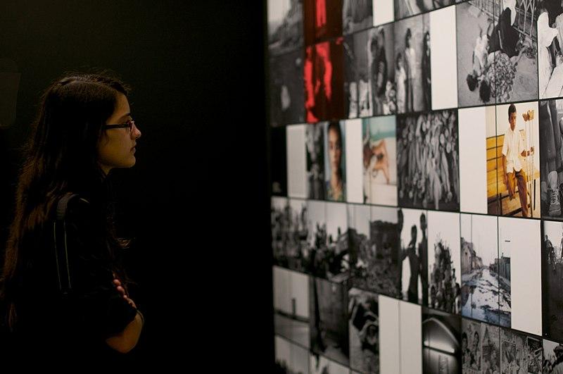 File:Michel Comte exhibition.jpg