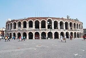 L'Arena vista da piazza Bra.
