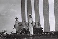 Honor guard stands beside Herzel's coffin in Israel