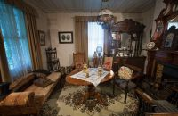 File:19th century Victorian living room, Auckland - 0816 ...