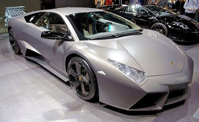 https://i0.wp.com/upload.wikimedia.org/wikipedia/commons/thumb/1/1b/Lamborghini_Revent%C3%B3n.jpg/640px-Lamborghini_Revent%C3%B3n.jpg