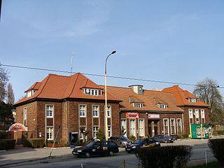 Der derzeit stillgelegte Bahnhof Niebuszewo – am nördlichen Rand der Stettiner Innenstadt gelegen – könnte ein wichtiger Umsteigeknoten zwischen S-Bahn-, Straßenbahn- und Vorortbuslinien werden. (Bild: gemeinfrei)