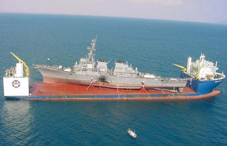 800px-MV_Blue_Marlin_carrying_USS_Cole_cropped Американские моряки разучились крутить штурвал