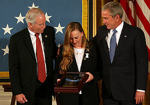 English: President George W. Bush stands with ...