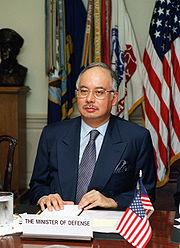Najib during a defence meeting held at The Pentagon in Washington, D.C., 2 May 2002