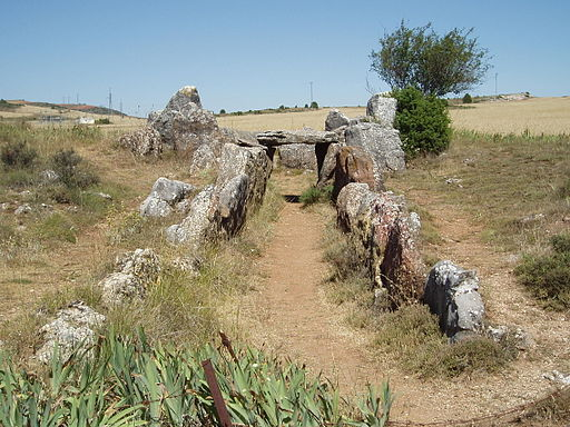 Vista general del dolmen de Mazariegos desde el corredor.