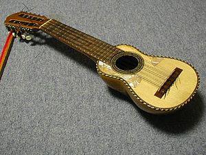 https://i0.wp.com/upload.wikimedia.org/wikipedia/commons/thumb/1/1d/Charango_boliviano.JPG/300px-Charango_boliviano.JPG?ssl=1