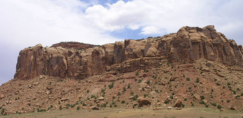 File:Cliffs in Canyonlands along Utah 211 showing Wingate Sandstone capped by Kayenta Formation.jpeg