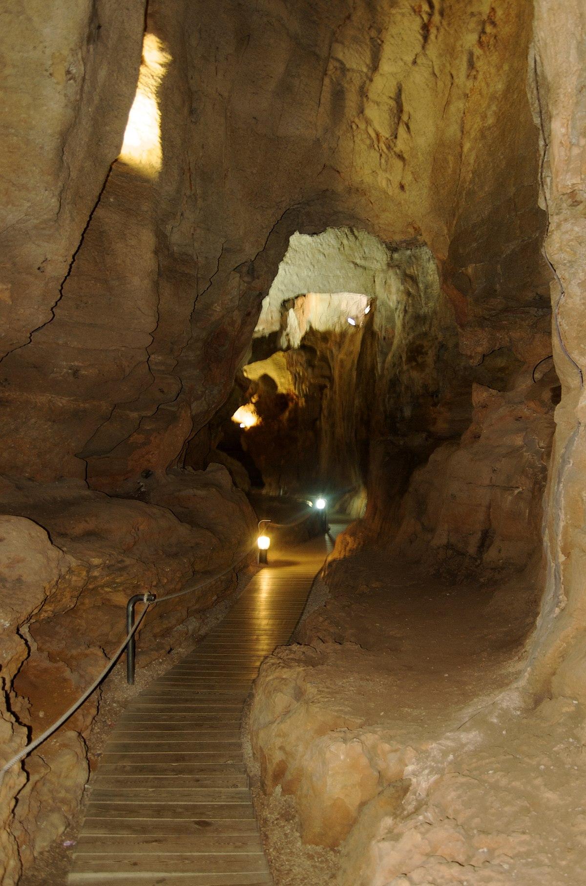 Cueva de las Calaveras  Wikipedia la enciclopedia libre