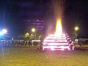 Grandes fogueiras são tradição da festa junina