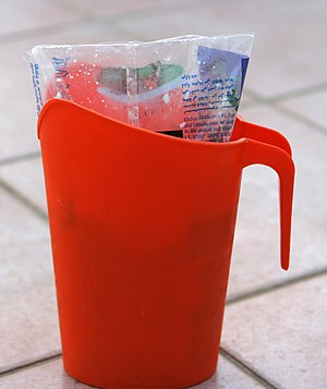 English: Plastic Pitcher for Milk Bag