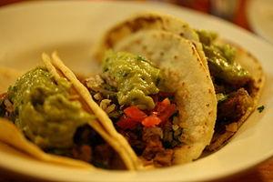 English: Tacos de carne (beef tacos) from Los ...