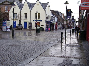 English: View of the main pedestrianised High ...
