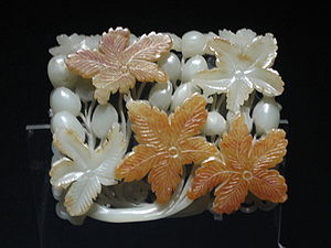 Chinese Jade ornament with flower design, Jin ...