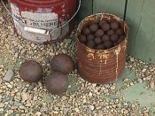 English: Musket balls and cannon balls