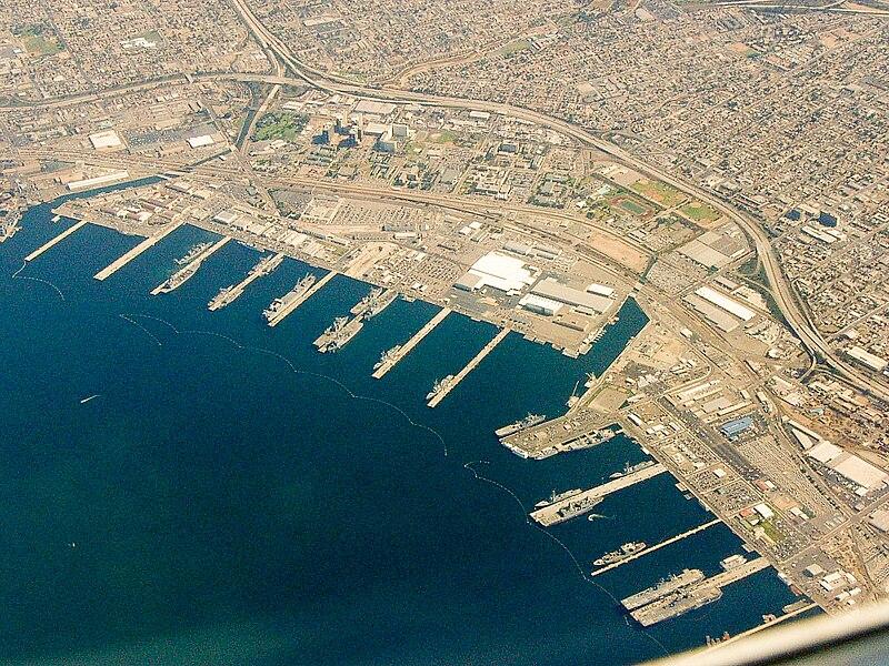 https://i0.wp.com/upload.wikimedia.org/wikipedia/commons/thumb/1/1f/San_Diego_Naval_Base.jpg/800px-San_Diego_Naval_Base.jpg