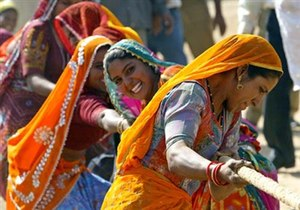 Rajasthani women take part in tug of war game ...