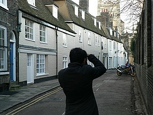 English: Botolph Lane with tourist One of a gr...