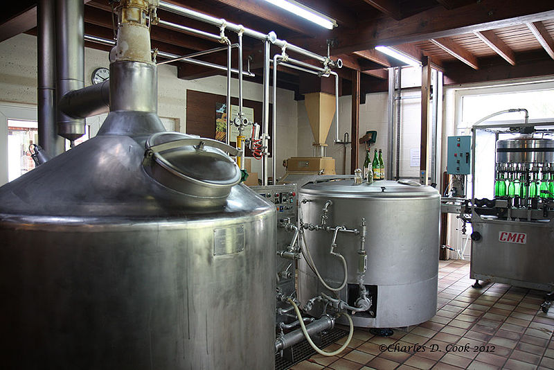 File:Brasserie Au Baron, Cuves de Brassage.jpg