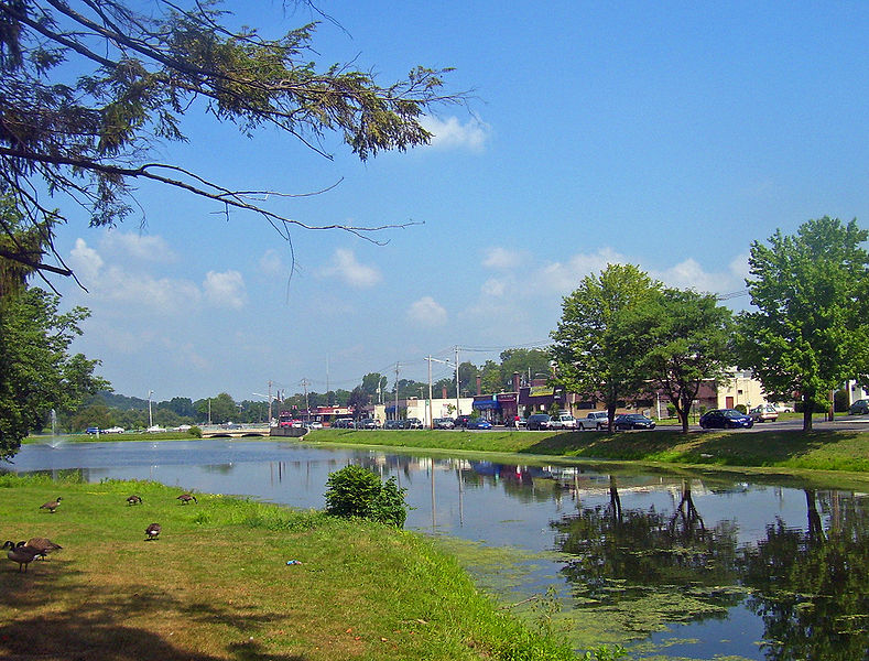 File:Monroe, NY, mill pond and downtown.jpg