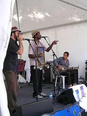 Français : washboard Chaz Blues à Cognac Blues...