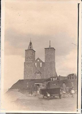 File:Lovely view of 1920s(?) car by the ruin of Reculver church (3720466966).jpg