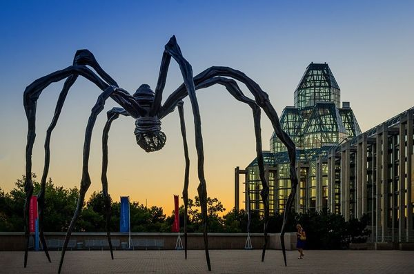 File Maman Spider & Louise - Wikimedia Commons