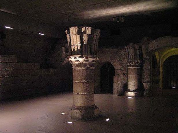 Salle saint louis louvre medieval