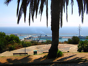 English: View from Montjuïc to the port of Bar...