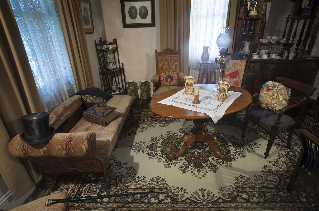 File19th century Victorian living room Auckland  0825