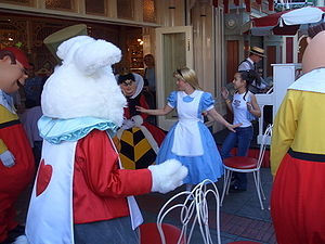 Alice_plays_musical_chairs