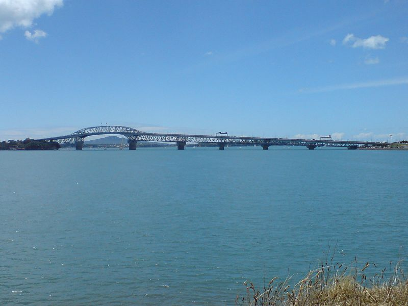 File:Auckland Harbour Bridge Watchman.jpg