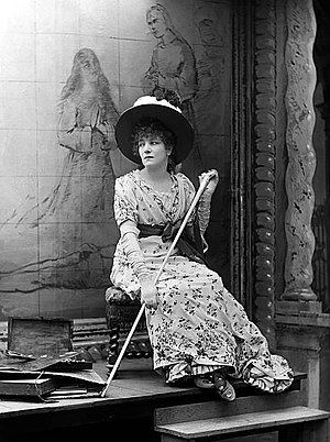 English: Sarah Bernhardt as Floria Tosca in Sa...