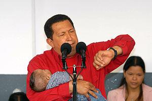 Hugo Chávez, dando sus declaraciones luego de ...