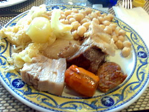 English: Cocido madrileño, a spanish dish. Por...