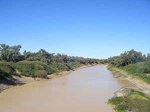 English: Diamantina River crossing outside Bir...