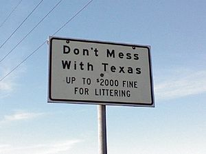 English: Do Not Mess with Texas road sign