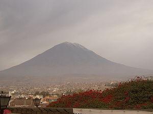 El Vulcano Misti desde el  popular mirador de Yanahuara cerca Arequipa