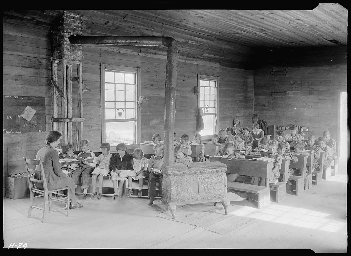 """Interior view of Oakdale School near Loyston, Tennessee. From 30 to 40 pupils usually attend."" - NARA - 532648.jpg"