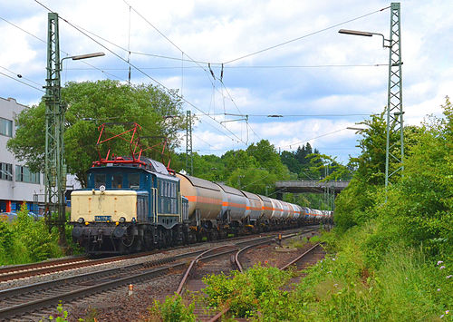 194 178-0 von Rail 4U mit einem Güterzug auf der Dillstrecke bei Sinn. (photo by Johannes Martin Conrad)