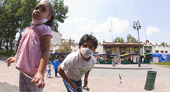 English: Children in Mexico with masks on due ...