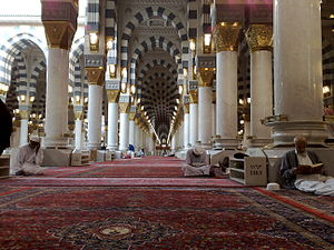 English: Inside Al-Masjid al-Nabawi
