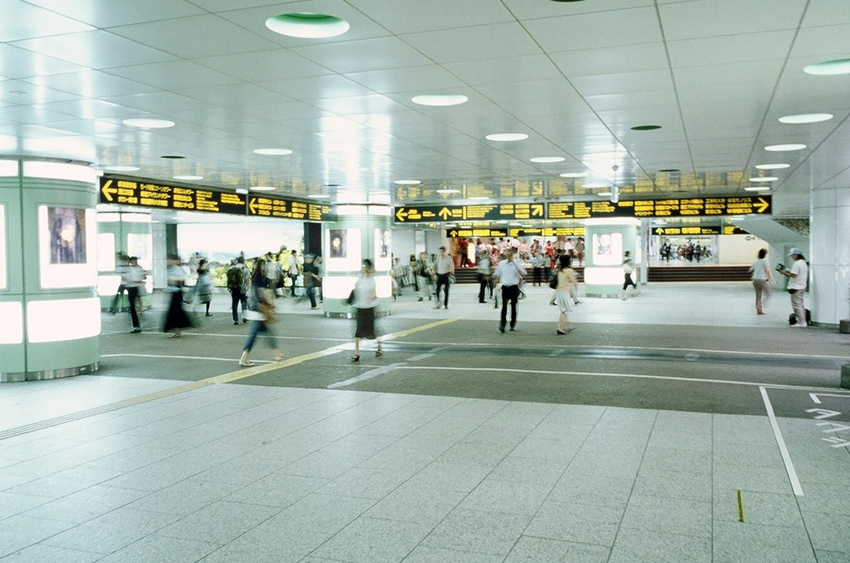 新宿駅西口地下広場 - Wikipedia