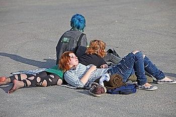 """""""Ung publik tar in sol och musik"""", K..."""