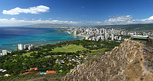 English: View of the Waikiki Beach from the ri...