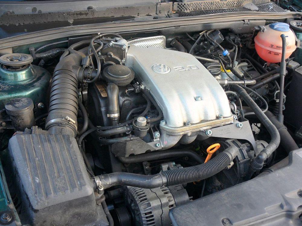 medium resolution of file volkswagen 2 0 engine jpg wikimedia commons 2002 vw cabrio engine diagram 2000 vw cabrio